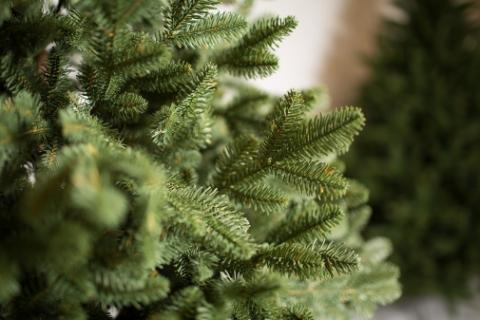 Новорічні та різдвяні свята незабаром - саме час обрати якісну та безпечну для здоров'я  штучну ялинку!